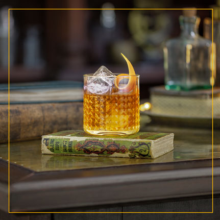 Cocktail Bitters Traveler`s Set with shaker